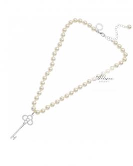 collana perle con ciondolo chiave
